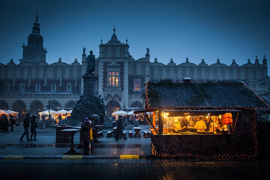 Cold December at Krakow´s main market square - Rynek Glowny. Photo: John Einar Sandvand