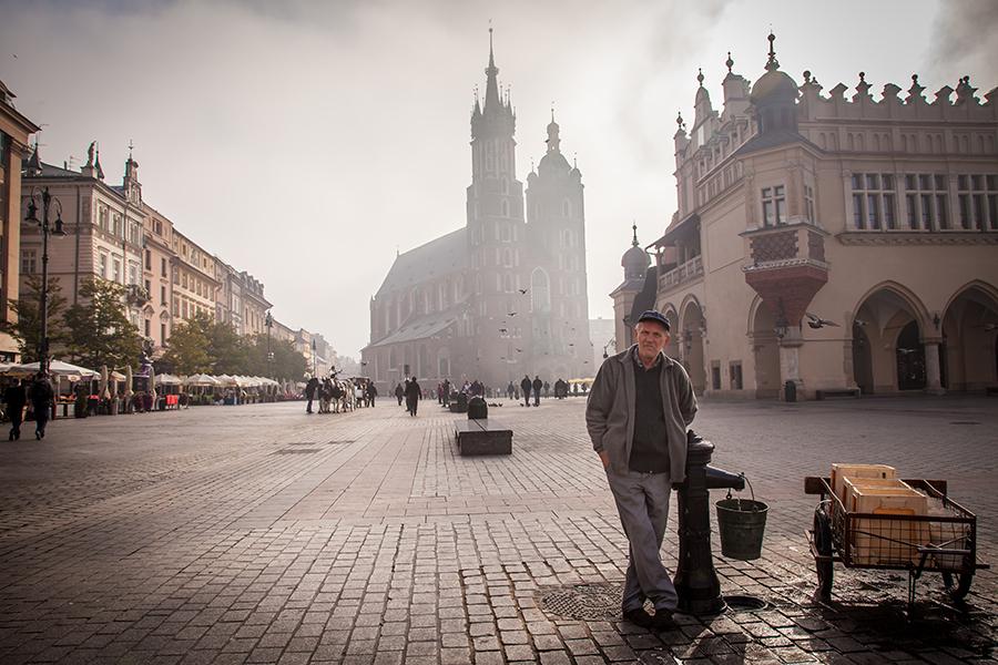 Foggy morning on Krakow´s main market square - Rynek Glowny. Photo: John Einar Sandvand.