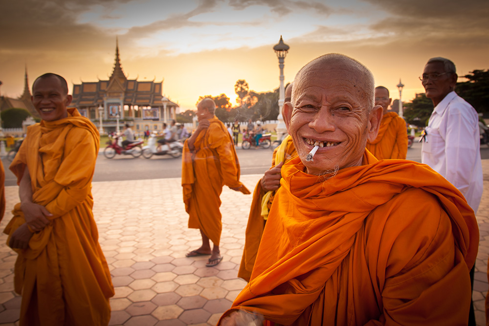 Smoking monk in Phnom Penh. Photo: John Einar Sandvand