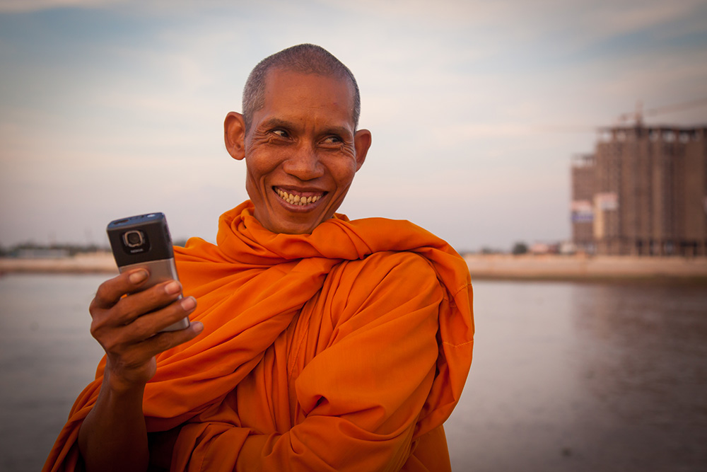 A monk in Phnom Penh with his mobile phone. Photo: John Einar Sandvand