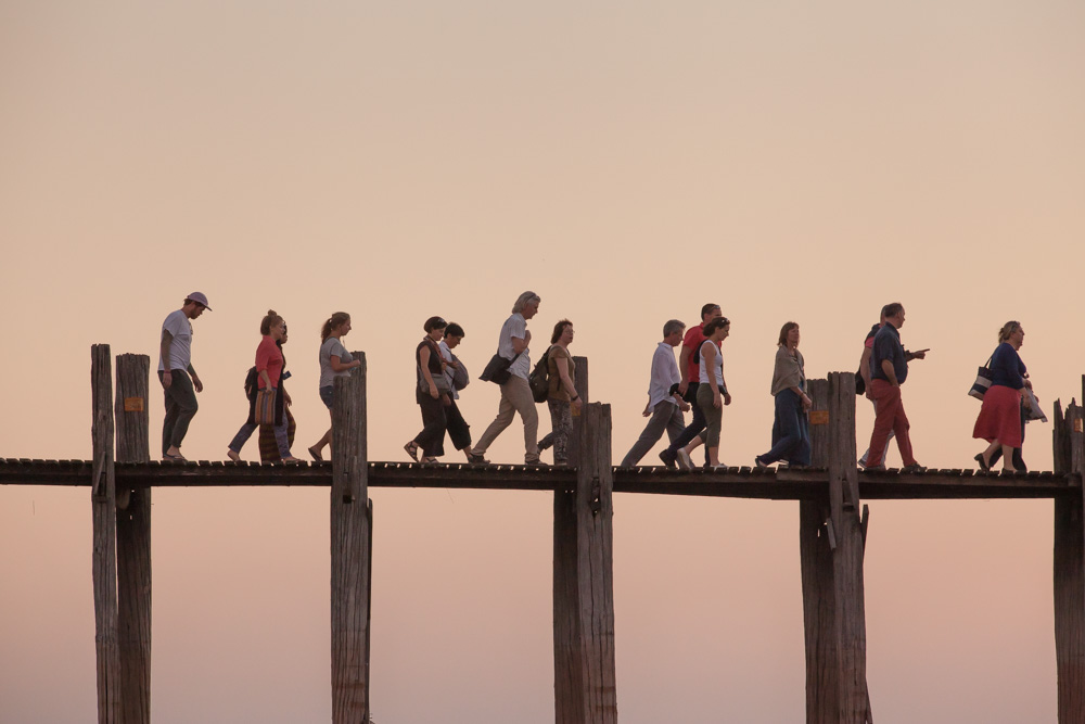 Many tourists also walk on U Bein bridge at sunset. Photo: John Einar Sandvand