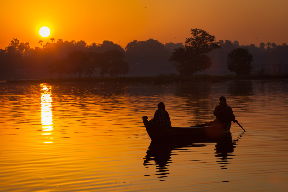 Sunrise at U Bein bridge. Photo: John Einar Sandvand