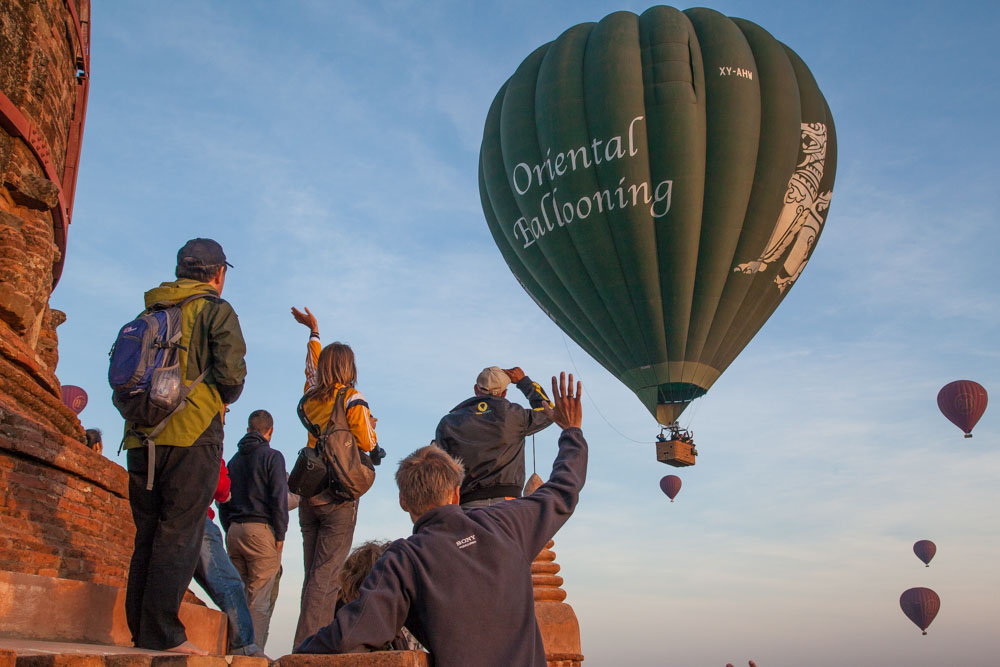 Good morning! Tourists in balloons great tourist on the temples at sunrise. Photo: John Einar Sandvand