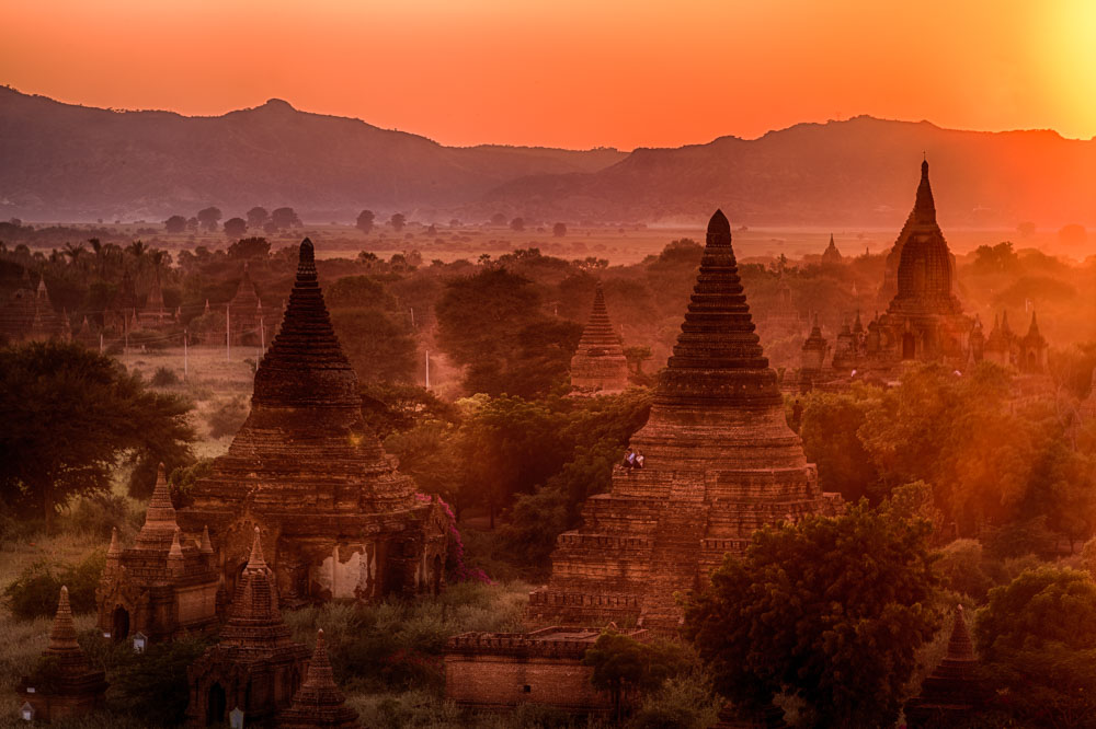 Sunset from the Shwesandaw pagoda in Bagan. Photo: John Einar Sandvand