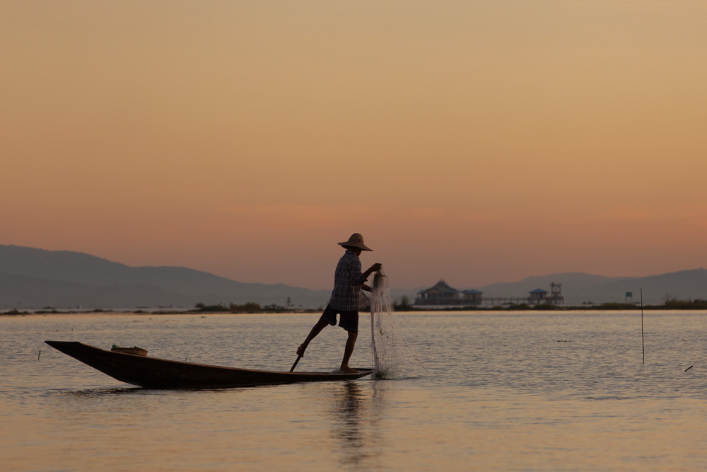 Fishing at sunset at Inle Lake. Photo: John Einar Sandvand