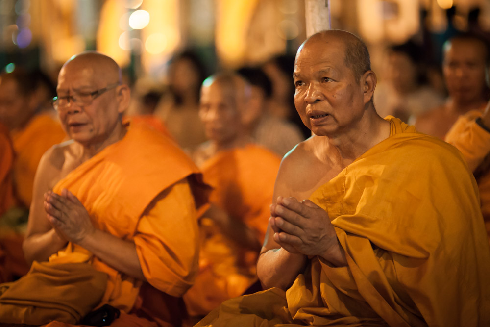 Praying monks at Shwedagon pagoda. Photo: John Einar Sandvand