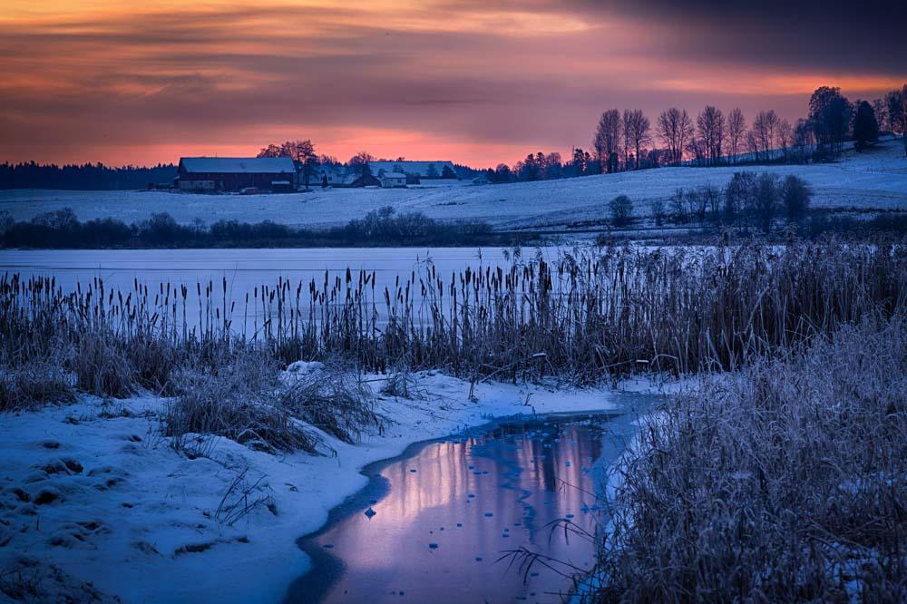 Winter at the lake. Photo: John Einar Sandvand