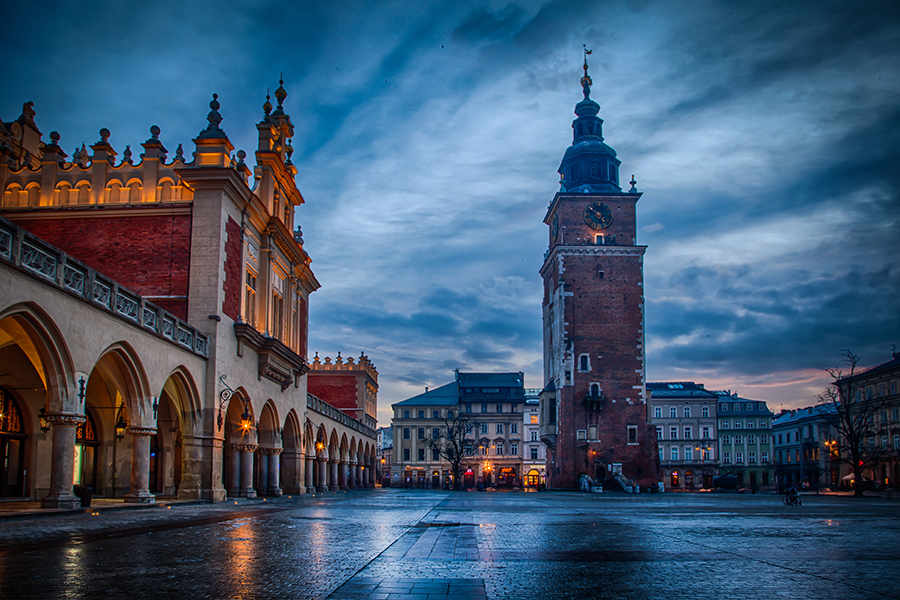 Another HDR photo from the market square in Krakow.  I love to take the photos  around sunset - when you can get a beautiful mixture of natural and artificial light. Photo: John Einar Sandvand