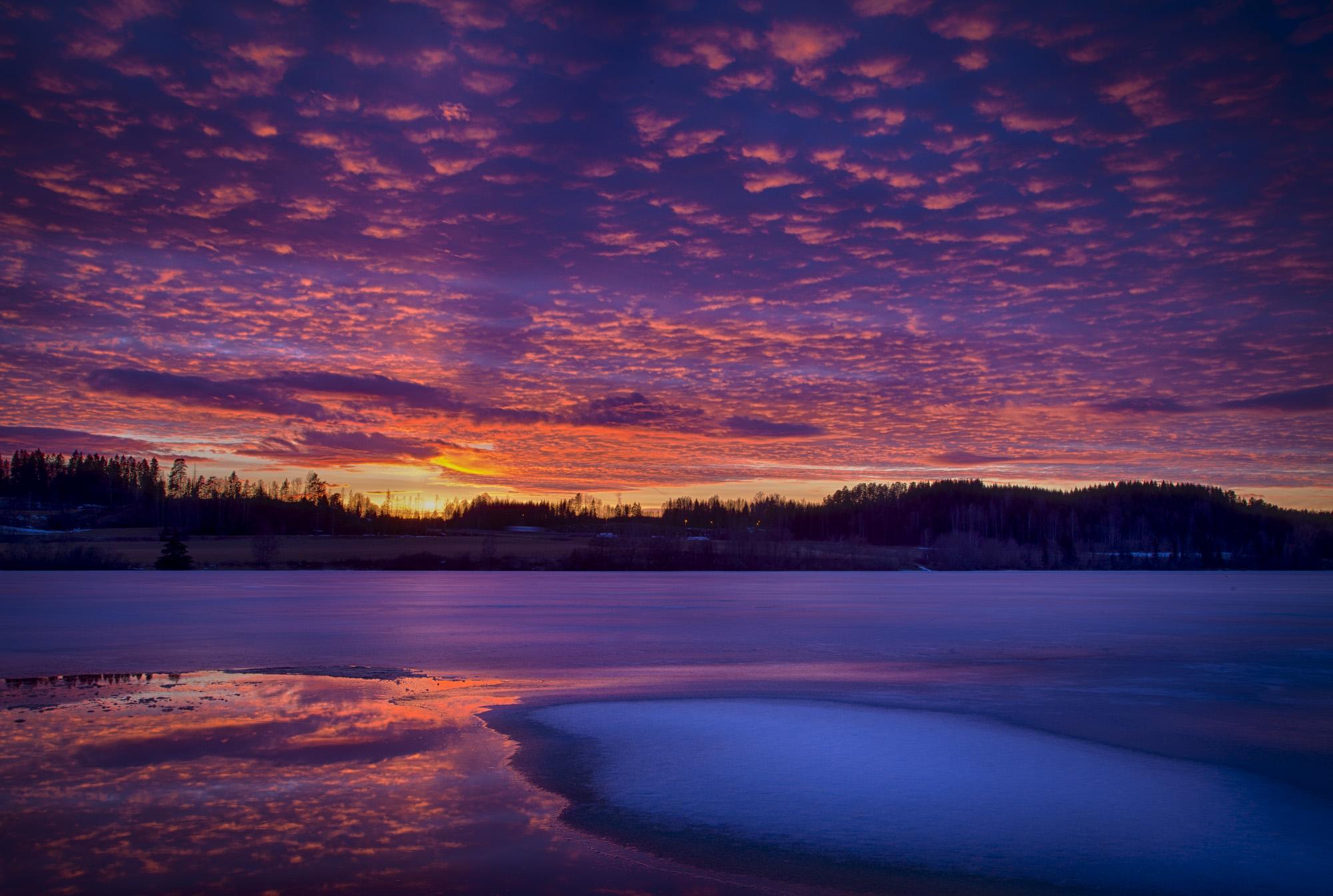 035 - Solnedgang over isen Foto: John Einar Sandvand